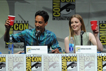 Gillian Jacobs Danny Pudi 'Community' Celebrates Their Fans at Comic-Con