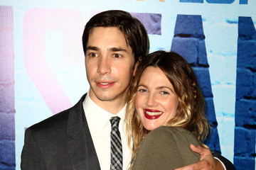 Drew Barrymore Justin Long Going The Distance - World Premiere - Inside Arrivals