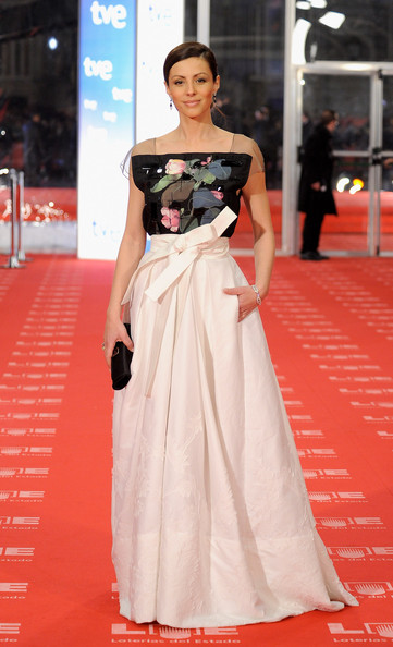 "Spanish actress Ana Alvarez arrives to the 2011 edition of the ""Goya Cinema Awards"" ceremony at Teatro Real on February 13, 2011 in Madrid, Spain."