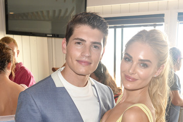 Gregg Sulkin Planet Smoothie Backstage At 2019 Teen Choice Awards