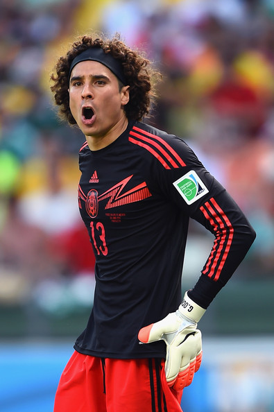 Guillermo Ochoa Pictures - Netherlands v Mexico: Round of ...