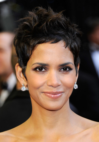 halle berry short hairstyles 2011. halle rd annual academy feb Annual academy enjoyjan Short view emma watsonblack hairstyles ,halle berry short Halle+erry+hairstyles+2011