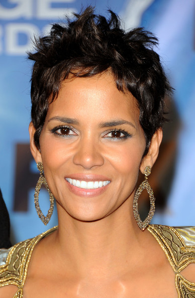 halle berry 2011 dress. Halle+erry+2011+naacp+