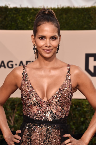 24th Annual Screen Actors Guild Awards - Arrivals [fashion model,beauty,hairstyle,lady,shoulder,flooring,fashion,girl,long hair,black hair,arrivals,halle berry,screen actors guild awards,los angeles,california,the shrine auditorium]