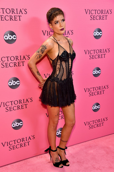 Halsey Photos Photos 2018 Victoria S Secret Fashion Show In New