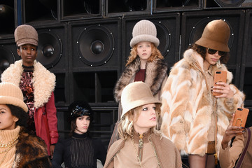 Hanne Gaby Odiele Marc Jacobs Fall 2017 Show - Runway