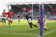 Mike Brown of Harlequins breaks away to score a try during the European Rugby Challenge Cup match between Harlequins and Agen at Twickenham Stoop on October 13, 2018 in London, United Kingdom.