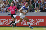 Jamie Roberts of Bath Rugby runs in to score their first try during the Gallagher Premiership Rugby match between Harlequins and Bath Rugby at Twickenham Stoop on September 15, 2018 in London, United Kingdom.