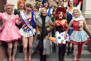President, Class of 2020 Eli Russell, Cast VP, Class of 2020 Scott Kall and Elizabeth Banks participate in a parade as Hasty Pudding Theatricals Honors Elizabeth Banks as 2020 Woman of the Year near Farkas Hall on January 31, 2020 in Cambridge, Massachusetts.