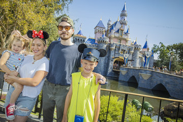 Hilary Duff Matthew Koma Hilary Duff And Family Spend The Day At Disneyland Park