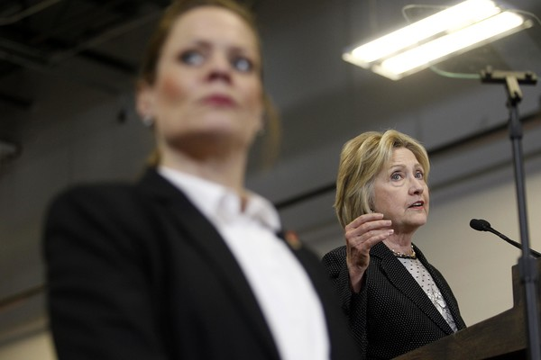 http://www2.pictures.zimbio.com/gi/Hillary+Clinton+Hillary+Clinton+Gives+Economic+9ENIP1s1qral.jpg