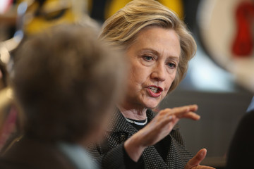 Hillary Clinton Hillary Clinton Campaigns in Iowa, Meets With Small Business Owners