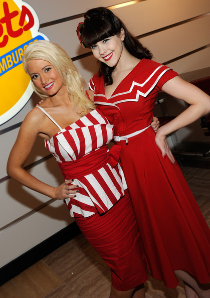 http://www2.pictures.zimbio.com/gi/Holly+Madison+Holly+Madison+Opens+Johnny+Rockets+OCP_YIM3z89l.jpg