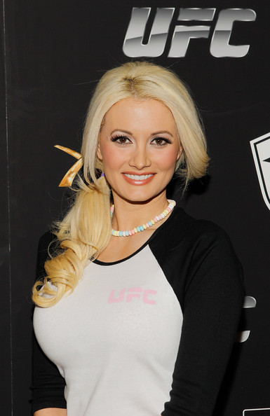 http://www2.pictures.zimbio.com/gi/Holly+Madison+UFC+Famous+Stars+Straps+New+CQQGtwoBEDWl.jpg
