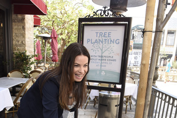 Holly Marie Combs The Grove And TreePeople Celebrate Earth Day With Holly Marie Combs