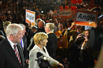 Horst Seehofer Volker Bouffier CDU Enters Final Phase Of Election Campaigning