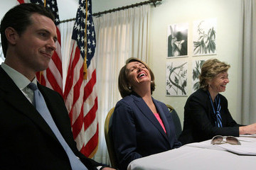 Susan Desmond-Hellmann House Speaker Pelosi Holds Recovery Act Roundtable In San Francisco