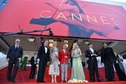 General Delegate of the Cannes Film Festival Thierry Fremaux (L) escorts (FromL) British actor Abraham Lewis, Australian actress Nicole Kidman, US director John Cameron Mitchell, US actress Elle Fanning, British actor Alex Sharp and British author Neil Gaiman as they leave the Festival Palace on May 21, 2017 following the screening of the film 'How to talk to Girls at Parties' at the 70th edition of the Cannes Film Festival in Cannes, southern France.  / AFP PHOTO / Alberto PIZZOLI