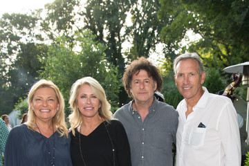 Howard Schultz Hamptons Magazine Celebrates Art of the City with Michael Dweck