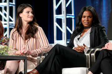 Idina Menzel 2017 Winter TCA Tour - Day 9