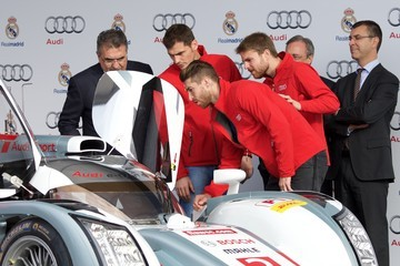 Iker Casillas Real Madrid Players Receive New Audi Cars