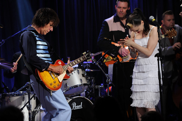 Jeff Beck Commemorates Les Paul's 95th Birthday - Day 2 - Inside