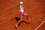 Simona Halep of Romania plays a forehand in her round three match against Dayana Yastremska of Ukraine during day five of the Internazionali BNL d'Italia at Foro Italico on September 18, 2020 in Rome, Italy.