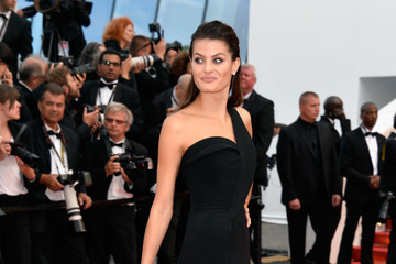 Isabeli Fontana 'The Unknown Girl (La Fille Inconnue)' - Red Carpet Arrivals - The 69th Annual Cannes Film Festival