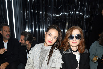 Isabelle Huppert Louis Vuitton: Front Row - Paris Fashion Week Womenswear Spring/Summer 2019