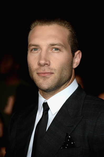 Jai Courtney Actor Jai Courtney arrives at the premiere of Summit    Jai Courtney