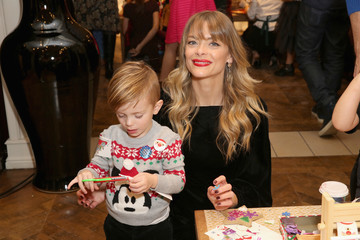 Jaime King Brooks Brothers Celebrates the Holidays With St. Jude Children's Research Hospital