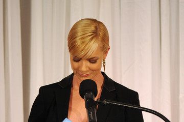 Jaime Pressly 44th Annual Peace Over Violence Humanitarian Awards - Show