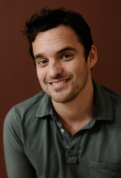 The 40-year old son of father Ken Weinberger and mother Eve Johnson, 178 cm tall Jake Johnson in 2018 photo