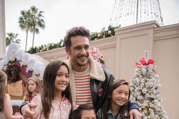 James Franco Brooks Brothers Hosts Annual Holiday Celebration In Los Angeles To Benefit St. Jude - Red Carpet