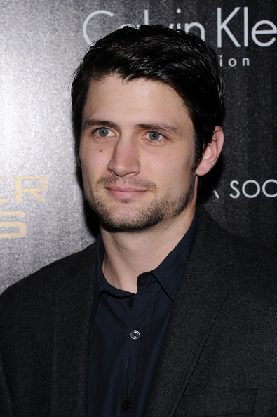 http://www2.pictures.zimbio.com/gi/James+Lafferty+Cinema+Society+Calvin+Klein+FPFFQM7Xc-Il.jpg