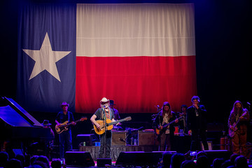 Jamey Johnson Willie Nelson And Family In Concert