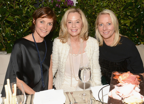 Jane Buffett Photos Photos - CHANEL Hosts a Dinner And Auction To