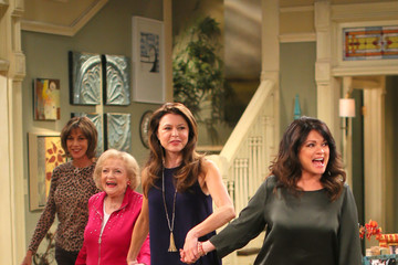 """Jane Leeves Betty White Celebrates 93rd Birthday On The Set Of """"Hot in Cleveland"""""""