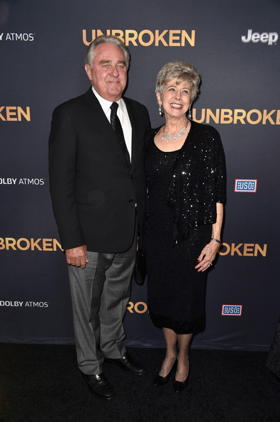 'Unbroken' Premieres in Hollywood — Part 3 [premiere,event,award,suit,award ceremony,carpet,white-collar worker,arrivals,william pitt,parents,brad pitt,jane pitt,tcl chinese theatre,california,hollywood,universal studios,premiere]