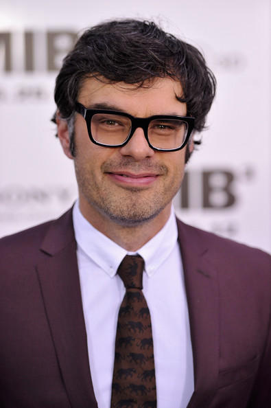 black single men in clements Video courtesy of an exclusive men in black 3 featurette that explores the complexities of jemaine clement's.