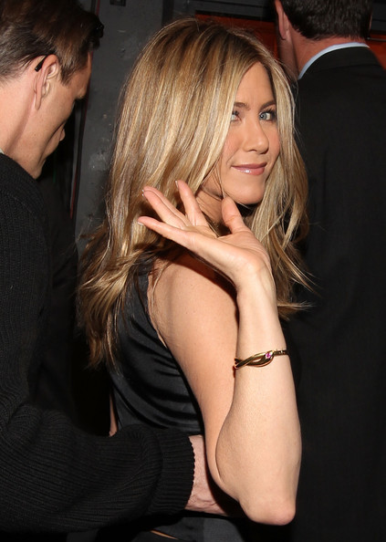 jennifer aniston new hair 2011. jennifer aniston new hairstyle