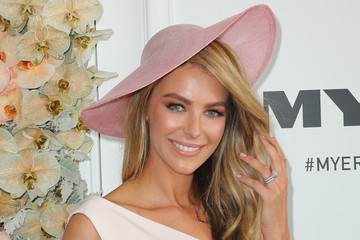 Jennifer Hawkins Celebs Attend Oaks Day