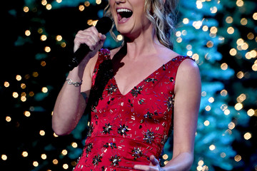 Jennifer Nettles CMA 2016 Country Christmas
