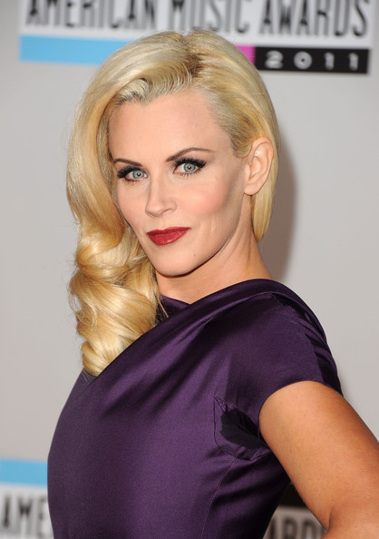 Jenny McCarthy Actress Jenny McCarthy arrives at the 2011 American Music Awards held at Nokia Theatre L.A. LIVE on November 20, 2011 in Los Angeles, California.