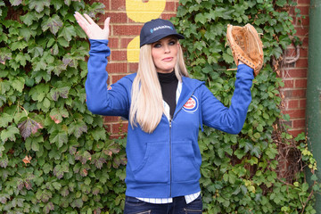 Jenny McCarthy Jenny McCarthy Hosts Her SiriusXM Show From Wrigley Field in Chicago Before Cubs-Indians, Game 3 of the 2016 World Series