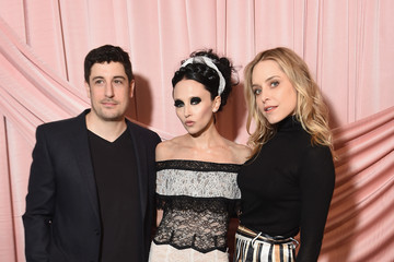 Jenny Mollen alice + olivia by Stacey Bendet Fall 2017 Presentation - Arrivals