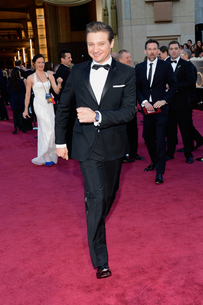 http://www2.pictures.zimbio.com/gi/Jeremy+Renner+85th+Annual+Academy+Awards+Arrivals+jHU662e1wVtx.jpg