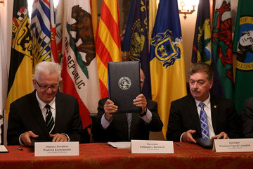Jerry Brown Winfried Kretschmann Governor Jerry Brown Signs Climate Change Agreement