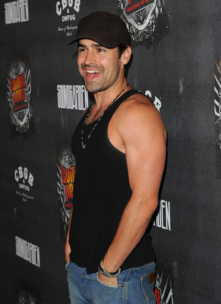 jesse bradford dating 2013 Jesse bradford biography, net worth, married, movies, girlfriend, bio, age, married, divorce, wife | jesse bradford celebrates his birthday on the every 28th of may.