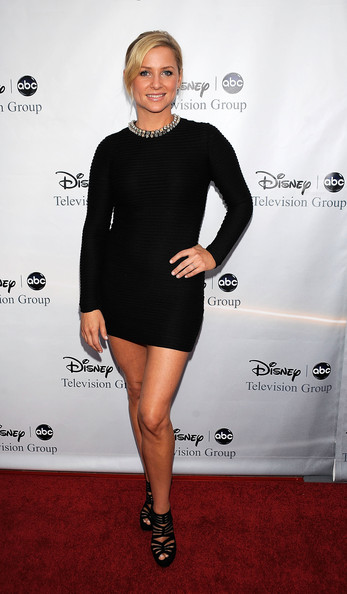 http://www2.pictures.zimbio.com/gi/Jessica+Capshaw+Disney+ABC+Television+Group+-ARx2zXiUPLl.jpg